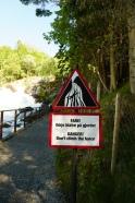 Geiranger-Wasserfall-Warnschild-2