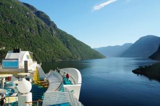 Hellesylt-Fjord-Berge-Schiff-1
