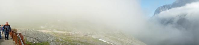 Norwegen-Trollstigen-Aussicht-Nebel-Panorama-1