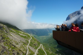Norwegen-Trollstigen-Aussichtsplattform-blauer_Himmel-6