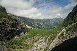 Norwegen-Trollstigen-Fahrt_vom_Trollstigen-1