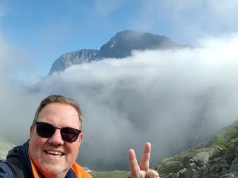 Norwegen-Trollstigen-Nebel-blauer_Himmel-wir-1