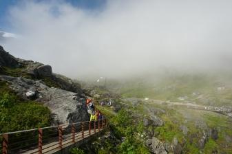 Norwegen-Trollstigen-Rundweg-Nebel-blauer_Himmel-4