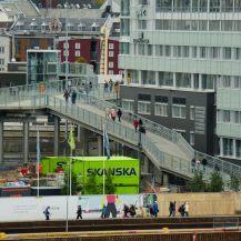 Fußgängerbrücke zur Stadt