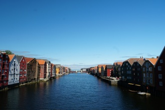 Trondheim-Nidelva-Bakklandet-Speicherhaeuser-10