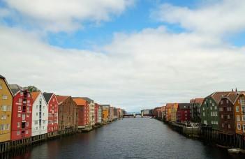 Trondheim-Nidelva-Bakklandet-Speicherhaeuser-3