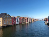 Trondheim-Nidelva-Bakklandet-Speicherhaeuser-4