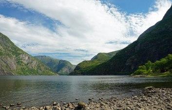 Norwegen-Eidfjord-Wanderweg_gelb-Eidfjordsee-2