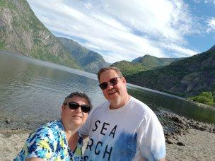 Norwegen-Eidfjord-Wanderweg_gelb-Eidfjordsee-wir-6