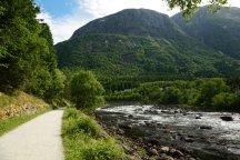 Norwegen-Eidfjord-Wanderweg_gelb-Fluss_Eio-2