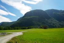 Norwegen-Eidfjord-Wiesen-Berge-2