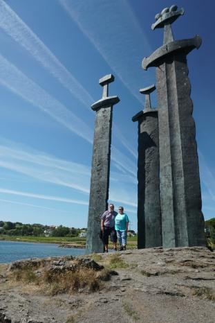 Norwegen-Stavanger-3_Schwerter_Monument-wir-3