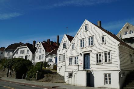Norwegen-Stavanger-Gamle_Stavanger-Altstadt-weisse_Holzhaeuser-1
