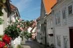 Norwegen-Stavanger-Gamle_Stavanger-Altstadt-weisse_Holzhaeuser-Blumen-12