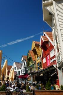 Norwegen-Stavanger-Hafen-Vagen-bunte_Haeuser-Cafe-1