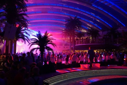 AIDAperla-Beachclub-bei_Nacht-1