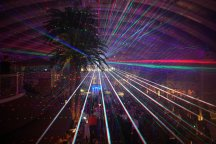 AIDAperla-Beachclub-bei_Nacht-Lasershow-2