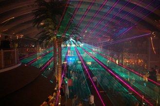 AIDAperla-Beachclub-bei_Nacht-Lasershow-3