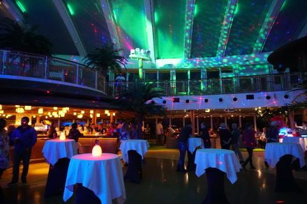 AIDAperla-Beachclub-bei_Nacht-Party-4