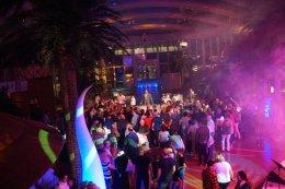 AIDAperla-Beachclub-bei_Nacht-Party-7