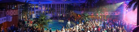 AIDAperla-Beachclub-bei_Nacht-Party-Panorama-3