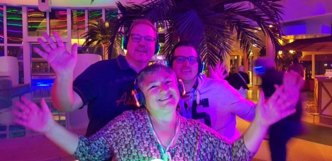 AIDAperla-Beachclub-bei_Nacht-Silent_Party-wir-2