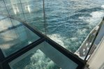 AIDAperla-Skywalk-Seetag-Blick_nach_unten-2