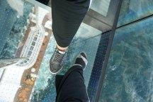 AIDAperla-Skywalk-Seetag-Blick_nach_unten-wir-1
