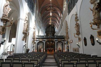 Bruegge-Kirche-Innenraum-1