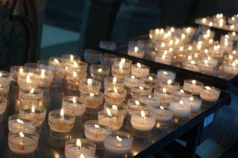 Bruegge-Kirche-Innenraum-Kerzen-3