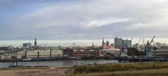 Hamburg-Blick_von_Steinwerder-Skyline-1