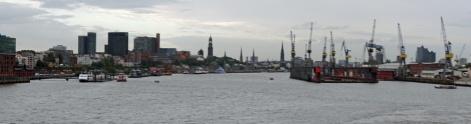 Hamburg-Skyline-Blick_vom_Hafen-Panorama-2