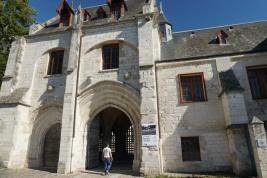 Normandie-Abtei_Jumieges-Eingang-1