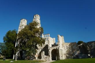 Normandie-Abtei_Jumieges-Gesamtansicht-1