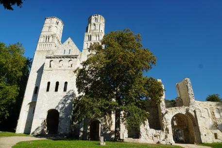 Normandie-Abtei_Jumieges-Gesamtansicht-5