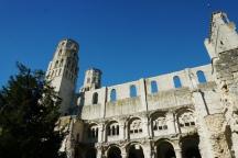 Normandie-Abtei_Jumieges-Ruine-2