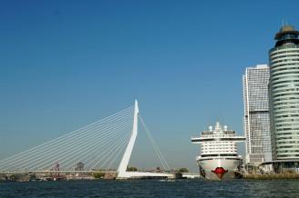 Rotterdam-AIDAperla-Erasmusbruecke-1