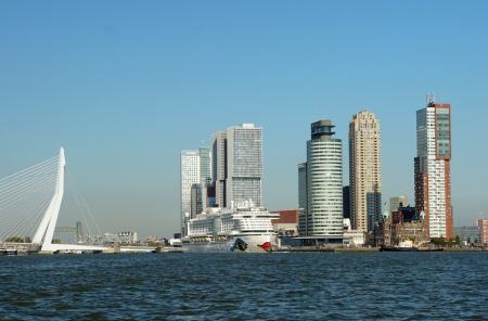 Rotterdam-AIDAperla-Skyline-1