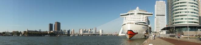 Rotterdam-AIDAperla-Skyline-Panorama-2