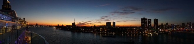 Rotterdam-Skyline-AIDA-bei_Nacht-1