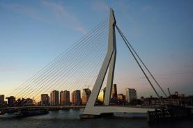Rotterdam-Skyline-Erasmusbruecke-am_Abend-5