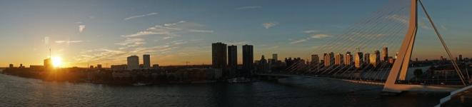 Rotterdam-Skyline-Erasmusbruecke-am_Abend-Panorama-1
