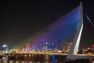 Rotterdam-Skyline-Erasmusbruecke-bei_Nacht-9