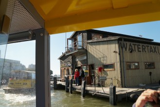 Rotterdam-Wassertaxi-Station-Hotel_New_York-1