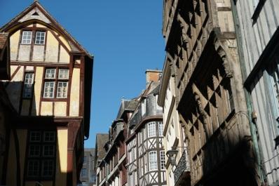 Rouen-Altstadt-Fachwerkhaeuser-1