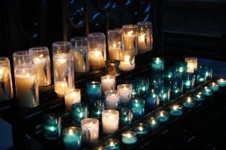 Rouen-Kathedrale-Innenraum-Kerzen-5