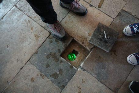 Salisbury-Kathedrale-Innenraum-Wassermessung-2